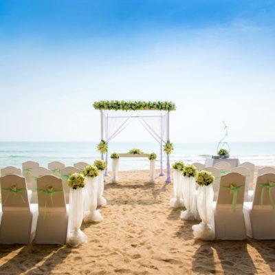 A wedding by the beach in Mykonos